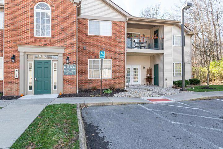 203 Shelbourne Forest Way, Delaware, Ohio 43015, 2 Bedrooms Bedrooms, ,2 BathroomsBathrooms,Condo,Contingent,Shelbourne Forest,1055